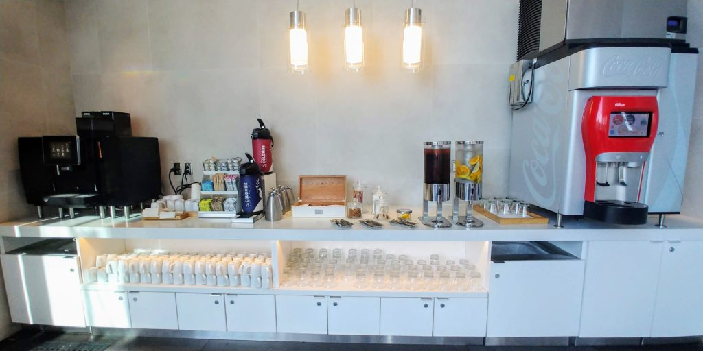 AA's Flagship Lounge Los Angeles Refreshments