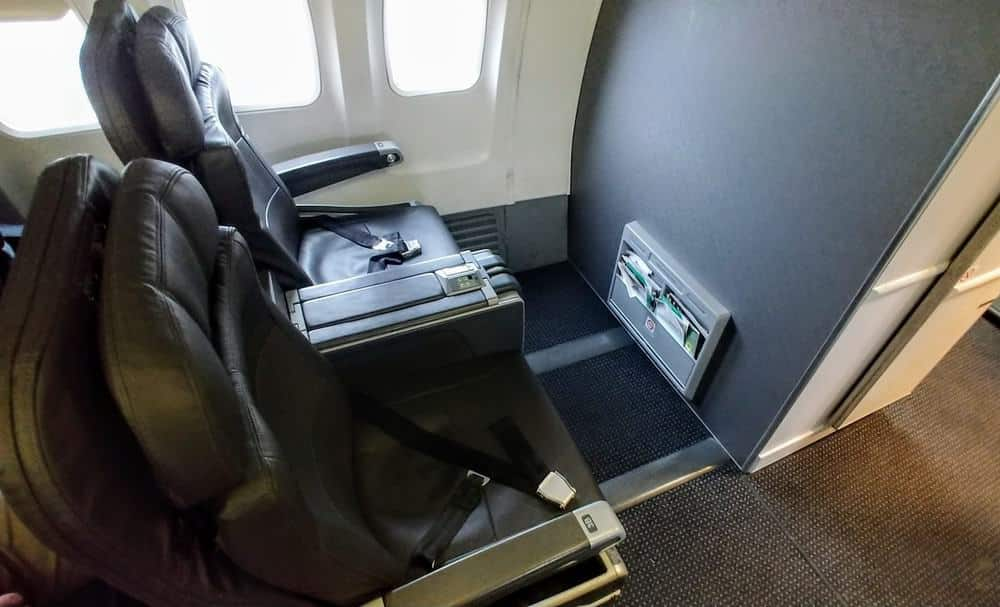 Review: American Airlines 737-800 (738) Business Class Miami to Curacao