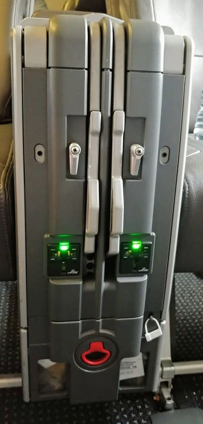 AA 738 business class seat controls
