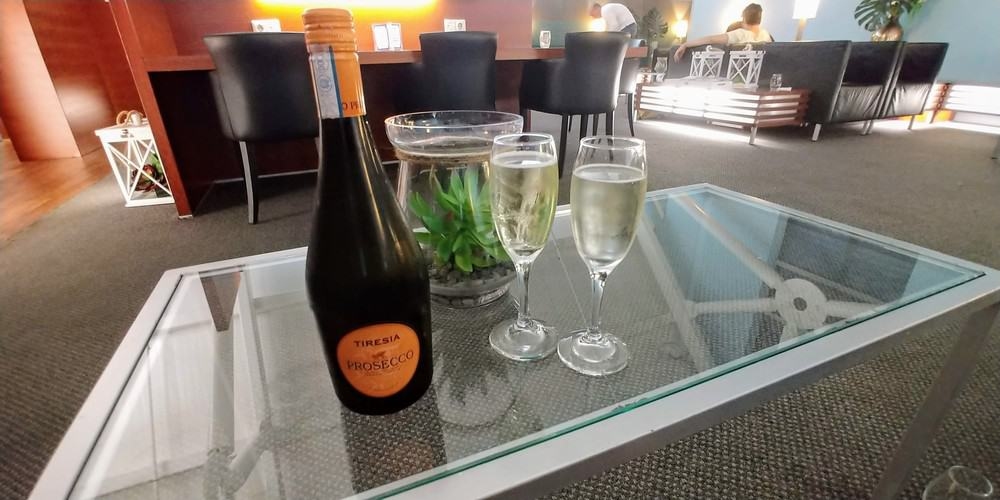 Champagne VIP CAP Lounge CUR Airport