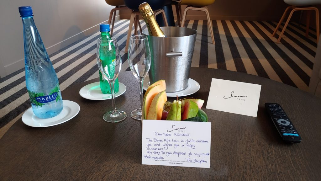 Welcome Note, Champagne, Fresh Fruit
